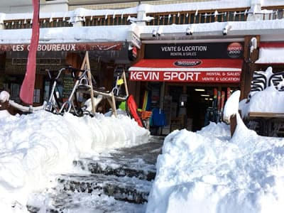 Ski hire shop KEVIN SPORT, Chamrousse in 128 place de Belledonne