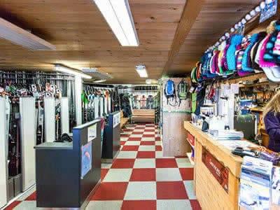 Ski hire shop LOCA SKI, Saint Gervais Les Bains in 4360 Route du Bettex
