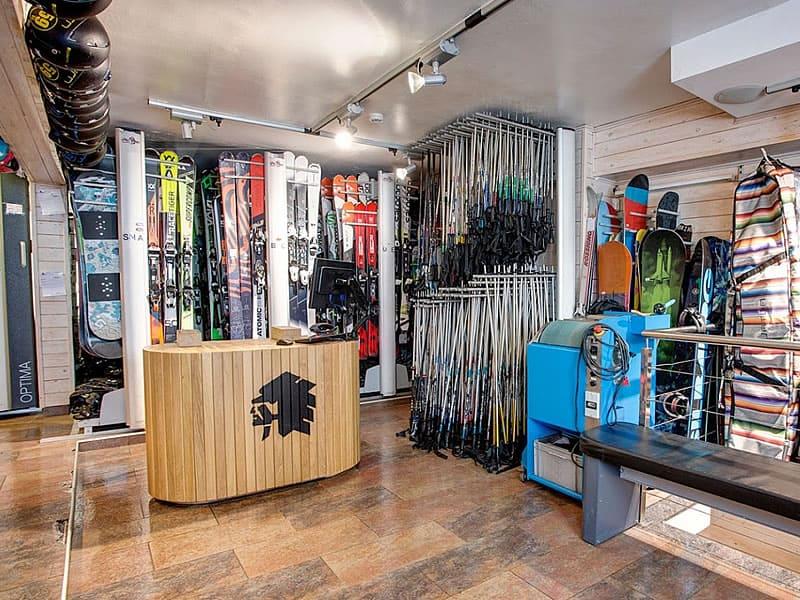 Ski hire shop Pic Negre XVI in Av. d'Encamp 13, Pas de la Casa