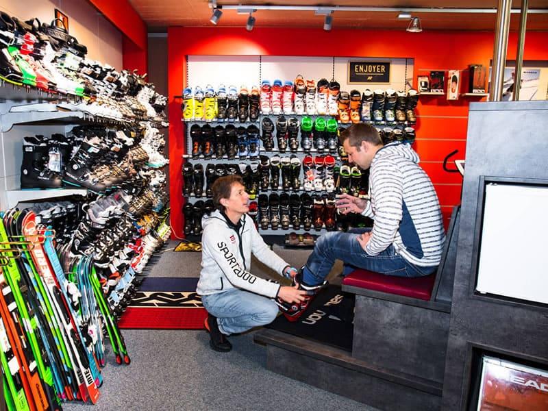 Ski hire shop SPORT 2000 Etz in Bichlstrasse 7, Kitzbühel