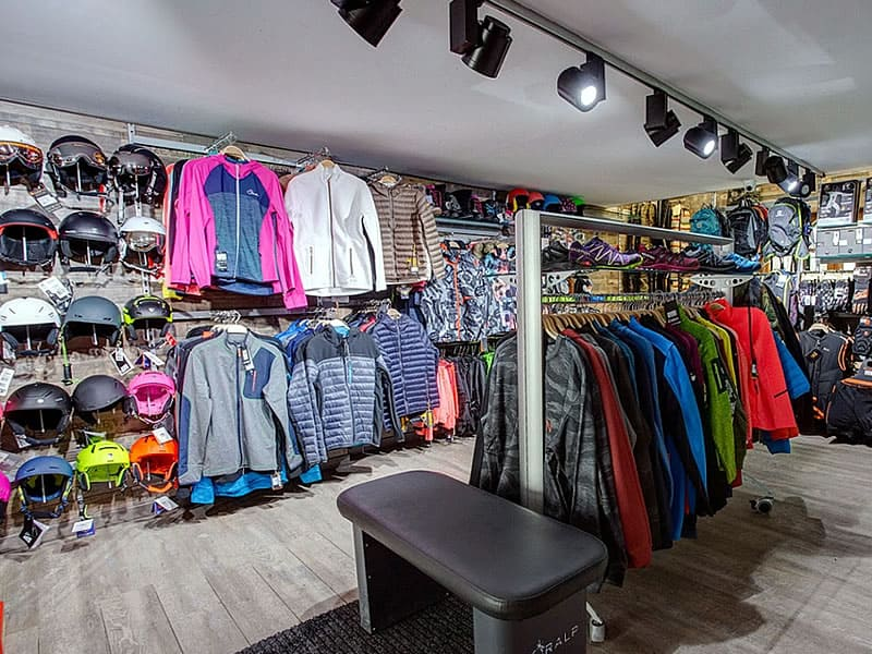 Ski hire shop Pic Negre XVII in Carrer Bearn 12, Pas de la Casa