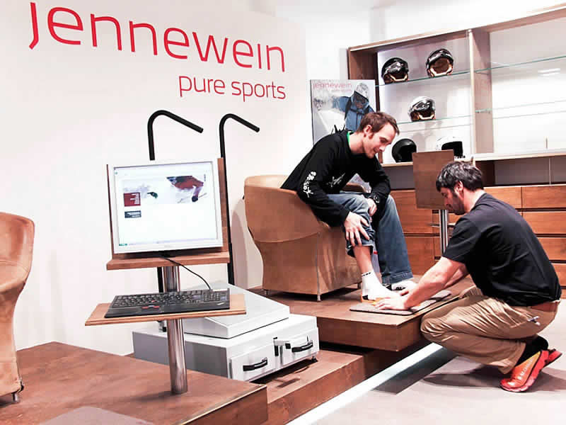 Ski hire shop SPORT 2000 Jennewein, Dorfstrasse 2 in St. Anton am Arlberg