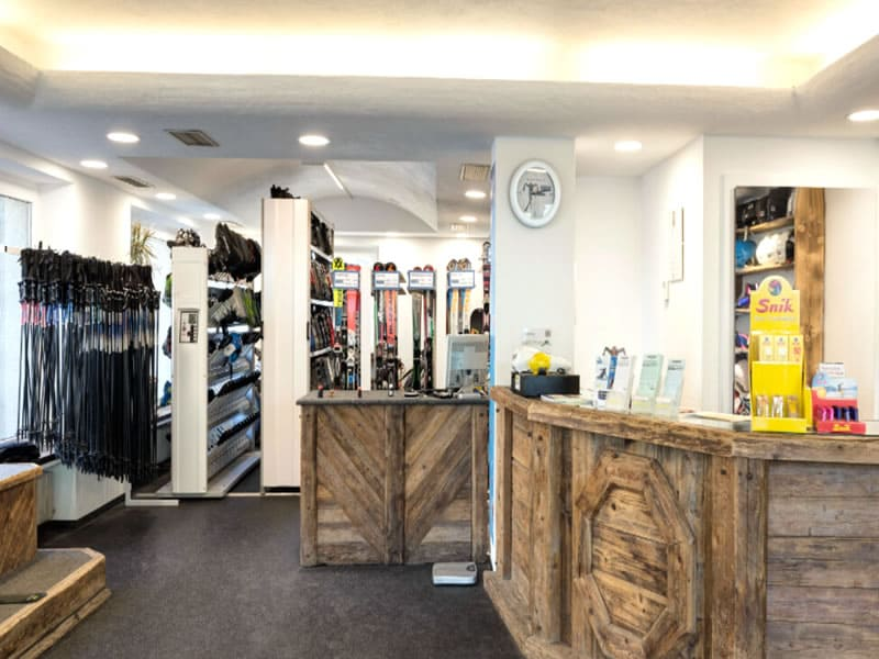 Ski hire shop Rent and go, Florianiplatz 15/B in Olang