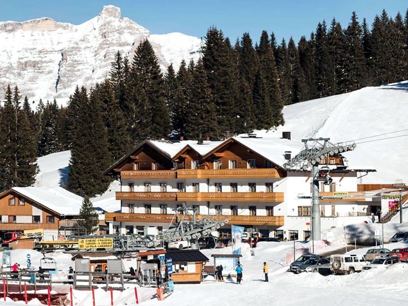 Ski hire shop Ski Service da Nico in Hotel Laguscei - Passo Campolongo, Arabba