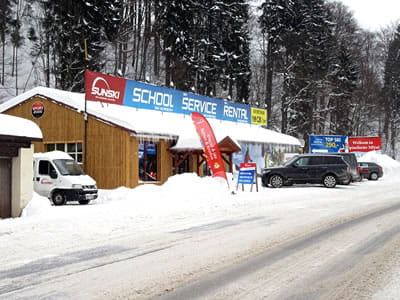 Ski hire shop Sun ski & board school, Spindleruv Mlyn in Hromovka (Gegenüber Talstation Sessellift)