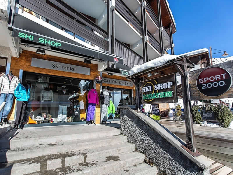 Ski hire shop SKI SHOP, Le Chinaillon - Le Grand Bornand in Immeuble le Montarquis