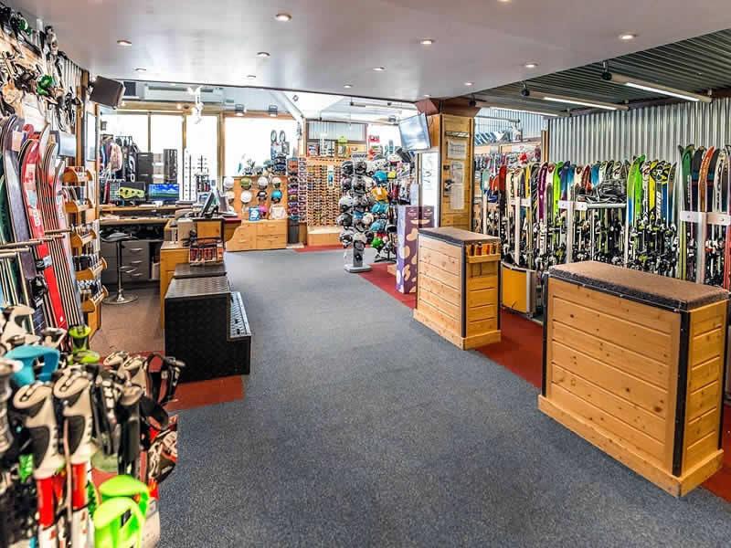 Ski hire shop ESKIADOR, Le Portillo - Avenue Olympique in Val d Isere