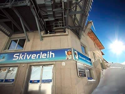 Ski hire shop Skiverleih Zugspitze, Garmisch-Partenkirchen in Mitten im Skigebiet auf 2.600 m