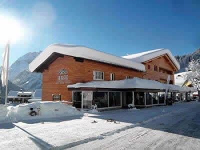 Ski hire shop Sport Hilbrand, Kleinwalsertal - Mittelberg in Moosstrasse 7 [Talstation Walmendingerhornbahn]
