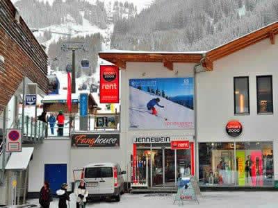 Ski hire shop SPORT 2000 Jennewein Nasserein, St. Anton am Arlberg in Nassereinerstrasse 6 [Talstation Nassereinbahn]