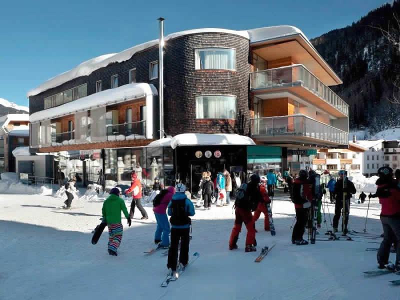 Ski hire shop SPORT 2000 Jennewein Dorf, Neben Galzigbahn Talstation im Hotel Anton in St. Anton am Arlberg
