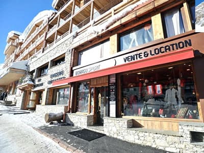 Ski hire shop BORASO SPORT, Val d Isere in Place des Dolomites