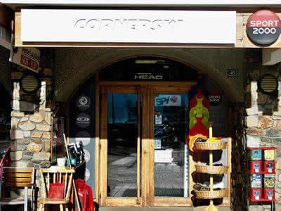Ski hire shop CORNERSKI, Alpe d'Huez in Place du Cognet - Immeuble le Karen
