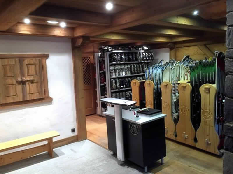 Ski hire shop BELLEVUE SPORTS, Les Houches in Place du téléphérique de Bellevue