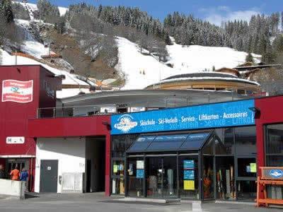 Ski hire shop Snow & Fun Hinterglemm, Hinterglemm in Reiterkogelbahn Talstation