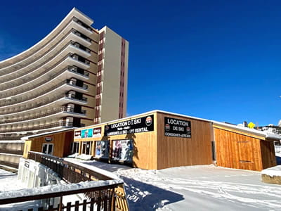 Ski hire shop ALTISKI Issarts, Superdévoluy in Rond point des Issarts