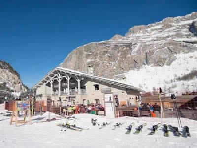 Ski hire shop BORASO SPORT LES TUFS, Val d Isere in Route Des Etroits - La Daille