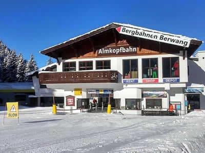 Ski hire shop Hofherr Sport, Bichlbach in Talstation Almkopfbahn