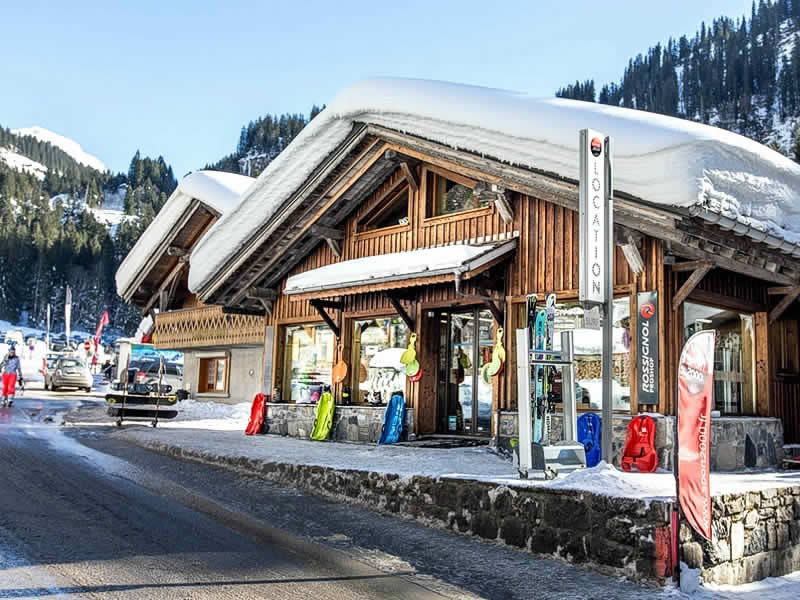 Ski hire shop ARDENT SPORTS, Montriond in Télécabine d'Ardent