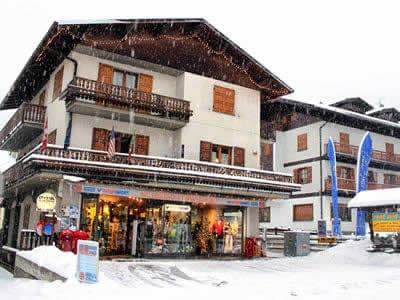 Ski hire shop Cecco Sport, Bormio in Via Funivia, 55