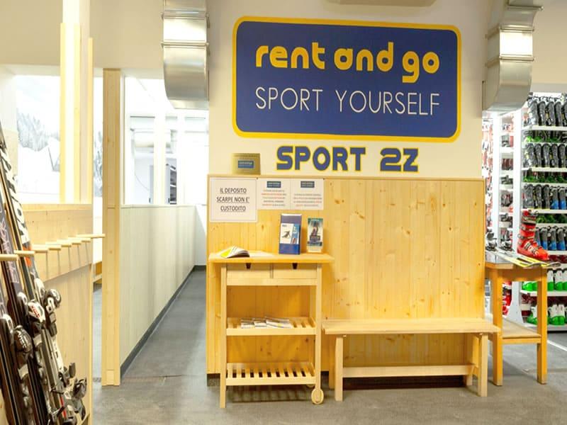 Ski hire shop Sport 2 Z in Via Passo Rolle, 21, San Martino di Castrozza