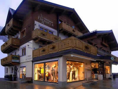 Ski hire shop Zinermann Sporting, Livigno in Via Plan, 21H