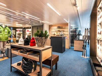 Ski hire shop Carmenna Sport, Arosa in Waldhotel National